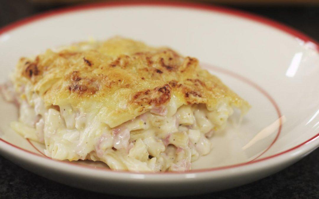 Macaroni met kaas en hesp
