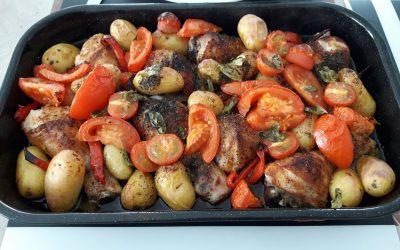 Gemarineerde kippenbouten met paprika uit de oven
