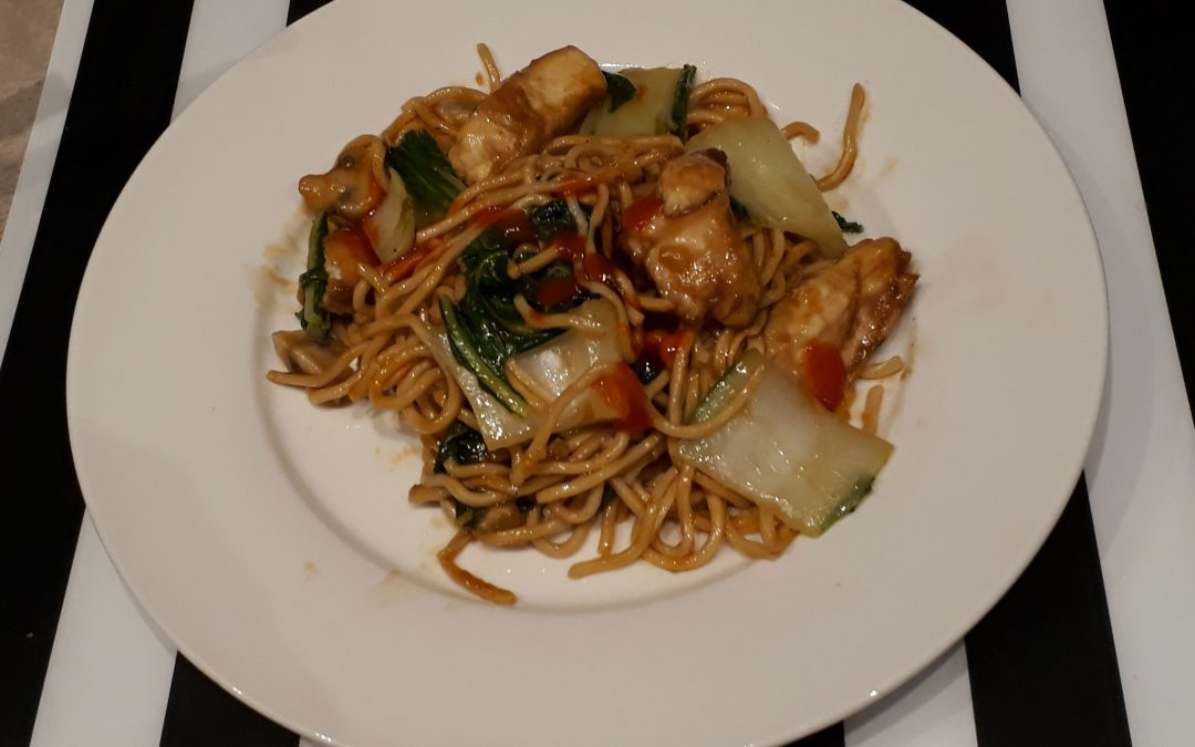 Pan-fried noedels met kip (Gai see chow mein)