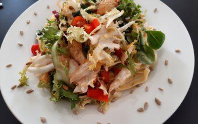 Pittige pasta-kip salade