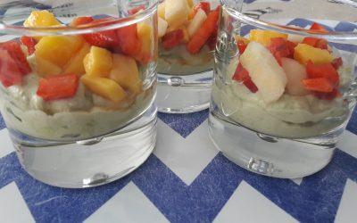 Hapje : Avocadomousse met fruitsalsa