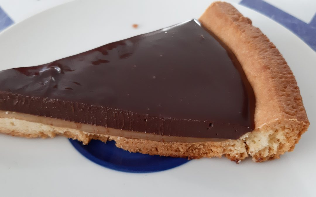 Taart met caramel en chocolade
