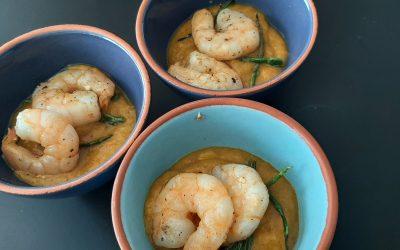 Mango curry saus met scampi